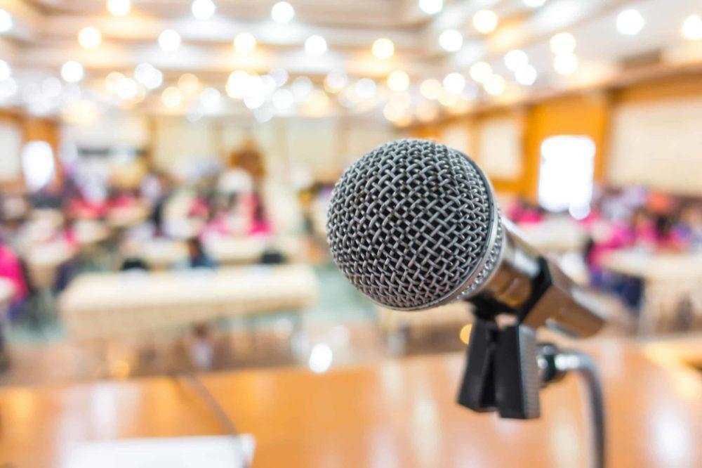 A importância do Equipamento de som no seu evento - microfone
